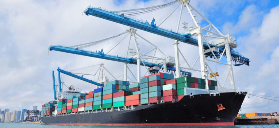 Top reasons to hire a shipping company